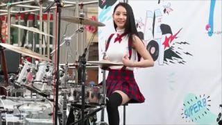 Cutest female street drummer ever! Amazing korean girl